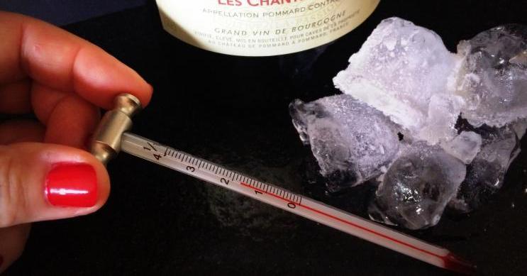 Wijnmythe: rode wijn drink je op kamertemperatuur.