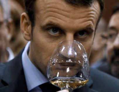 French Economy and Industry minister Emmanuel Macron tastes wine as he visits the Salon de l'Agriculture farm fair on March 3, 2016 in Paris. / AFP PHOTO / DOMINIQUE FAGET