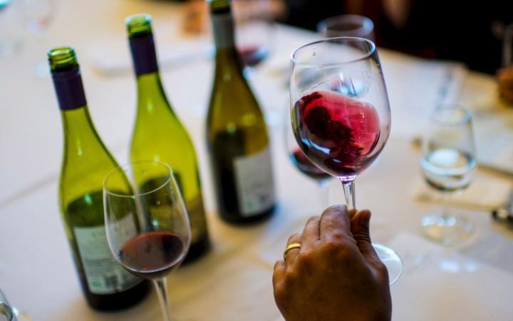 red-wine-large_trans++eo_i_u9APj8RuoebjoAHt0k9u7HhRJvuo-ZLenGRumA